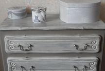 Commode peinte avec la Chalk PaintTM d'Annie Sloan / Commode peinte en French Linen et Old White
