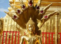 """Chiang Mai / Im Volksmund wird Chiang Mai """"Rose des Nordens"""" genannt. Ihre idyllischen Lage am Ufer des Flusses Ping, ihre einmalige landschaftliche Schönheit sowie ihre unverwechselbare Kulturgeschichte machen Chiang Mai zu einer der schönsten und kulturell interessanten Städte Thailands. Mehr Infos: http://www.kombiurlaub.eu/thailand"""