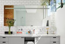 salle de bain / couleurs, ambiances, agencement petits espaces, etageres, matieres