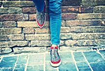 ELLA-D / Le scarpe e gli accessori ELLA-D sono prodotti interamente in pelle e fatti a mano nel nostro atelier di produzione. Il lavoro degli artigiani italiani del piccolo borgo di Sant'Elpidio a Mare nelle Marche porta nel mondo prodotti unici e di qualità.