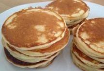 Amerikanische Pancaks mit Naturjogurt