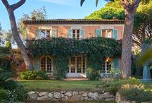 Provençal home in Ramatuelle / This charming provencal property enjoys a prime location, just few steps away from numerous beaches going from Pampelone to Ramatuelle and near downtown Saint Tropez.   The vast landscaped garden of 5000 sqm including a vineyard, olive grove and petanque area is beautifully decorated with a swimming pool made of stone and its pool house. The lush vegetation creates fabulous green surroundings for this magnificent home.