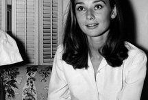 Audrey Hepburn ... Élégance, humanité et admiration / Un de mes mentors, mes modèle , celle a qui je veux ressembler est Audrey hepburn :)