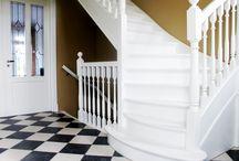 Trappen / Iedere maand maken en plaatsen wij trappen bij onze klanten. Stuk voor stuk maatwerk. In dit bord laten wij graag onze trappen zien.