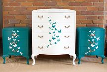 Butterfly Bedroom / Get ideas for a butterfly bedroom - from butterfly wall murals to accessories.  So pretty!