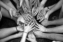 Les mains, miroir de l'âme / Faire découvrir des photographes à travers des photos de mains