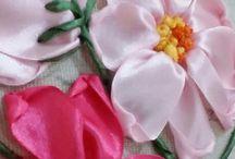 Flores hechas con tela y listón