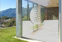 Fensterfolie Motive /  Kunstvolle Designs als passgenauer Sichtschutz aus einer edlen Milchglasfolie