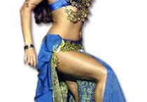 Belly dancing / Create your own show as a glamorous and memorable experience for a special occasion or as a gift to your friends.