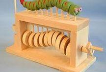 Механические деревянные игрушки