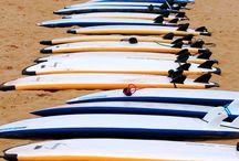 Alquiler de tablas de surf / Alquilamos tablas de surf, trajes de neopreno y bodyboard, en la Escuela de Surf Ris, en Noja. Consulta precios en: http://escueladesurfris.com/alquileres/