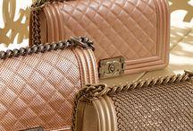 Gold life / Tout comme vous, Leasy Luxe rêve d'excellence ! Pour satisfaire vos envie royales et votre désir de perfection, laissez-nous vous illuminer avec la magie de l'or !