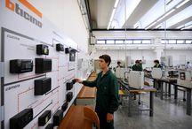 Operatore Elettrico / Immagini delle attività del settore impianti elettrici ed automazione nei percorsi triennali di formazione per i giovani dopo la scuola media (IeFP) I corsi sono attivi a Cittadella (Pd) - Dolo (Ve) - Legnago (Vr)  - Longarone (Bl) -  Padova - Piove di Sacco (Pd) - Porto Viro (Ro) - Rovigo - Verona