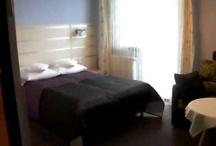 Vanilla pension/ hotel/ Poland - movies -filmy / - kolacje we dwoje przy kominku; - smaczne, domowe jedzenie; - profesjonalna narciarnia na sprzęt; - Sejfy w większych pokojach; - TV (płaski, wiszący + SAT) w każdym pokoju; - Kominek w jadalni; - Własne wyroby okolicznościowo i na święta; - Duży grill na zboczu góry z pięknym widokiem (ogród w budowie, ale grill dostępny) - Parking jest na płaskim terenie, widoczny prawie z każdego pokoju; - Suszarki do włosów,ręczniki; - Informator Wisły i okolic - WIFI. - BILARD - PING PONG