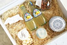 welcome gifts / Thank your guests for traveling to your wedding destination with a location-themed welcome gift