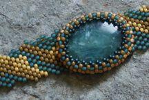 bijoux avec cabochons