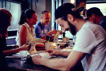 1500 FOODMAKERS - 25hours Hotel Wien - Beim Museumquartier / 1500 Foodmakers steht für entspannte Gastronomie und Pizza natürlich. Mit CHICKEN MADNESS und der saisonalen Karte kommen immer wieder neue, spannende Gerichte auf den Teller.
