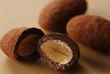 アマンドショコラ / ローストアーモンドにベルギー産チョコレートをコーティングしたグランプラスのアマンドショコラ