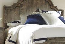 кровати- из дерева.