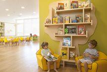 Speelhoeken / Kinderen spelen graag in hoekjes. En of dat nu een bouwhoek, huishoek, winkelhoek, leeshoek of poppenhoek is, jij maakt er een fantastische speelhoek van!