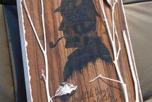 """""""SH"""" / - tablou Unicdeco lucrat manual - tablou decorativ pentru interior, lucrat manual, cu fundal din lemn si elemente decorative din crengi, frunze, vopsele acrylice, lacuit - dimensiune 22x31cm - in spate are o agatatoare metalica - se poate folosi atat ca si tablou cat si ca tabla decorativa"""