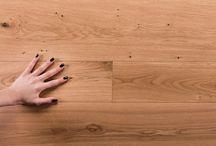 900 / TRADIZIONE | INNOVAZIONE Abitudini che cambiano, tecnologie sempre più evolute,prodotti che si allineano ai nuovi stili di vita,performances superiori. Salis attraverso la collezione 900 dà una risposta significativa a tutti coloro che nel pavimento in legno desiderano praticità, facilità nell'uso, resistenza e durabilità anche all'alto traffico. Progettato dal Team Salis per le situazioni estreme, la collezione 900 è ciò che di meglio si possa chiedere ad un pavimento in legno.