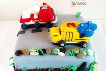 Tarta camión de bomberos y bus escolar / www.memcakesandcookies.com