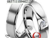 wedding ring / The wedding rings made in Jogjakarta, very beautiful mounted on the ring finger of your spouse