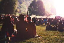 Festivallivet. Sommern. Regnjakker
