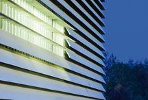 EQUITONE / EQUITONE je poprednou svetovou značkou stavebných fasádnych materiálov vyrábaných z vysoko kvalitného vláknocementového materiálu.