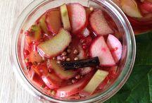 Syltede rabarber / Det sure med det søde!  Rabarber bruges for det meste i det søde køkken. Men den er nu også lækker i det salte køkken og botanisk set er den faktisk også en grøntsag.