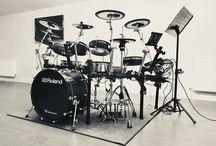E-Drums - Elektronische Schlagzeuge & Perkussion / Auf dieser Pinnwand werden E-Drums oder auch elektronische Schlagzeuge angepinnt. Wer es etwas leiser mag oder leiser trommeln muss, der findet hier tolle Instrumente.  *Auf diesem Board werden auch Pins mit Affiliate,- bzw. Provisionslinks gepostet.
