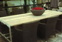 Eettafel steigerhout en steigerbuizen