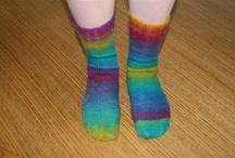 Sokken en sloffen. / Zelf gebreide sokken maar ook voorbeeld van sloffen en wat je voeten maar warm kan houden.