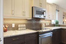 two tone colour kitchens
