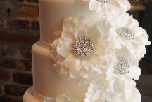 Wedding cakes / ideas for decorating wedding cakes