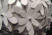 Blomsterkugler - Flower balls / Smukke og dekorative blomsterkugler til pynt i din bolig eller til din fest. Unikke håndlavede designs i papir og karton.