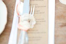 Rustykalne dekoracje stołów + słoiki