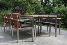 Tuinmeubelen / Tuinmeubelen kunnen je tuin enorm opvrolijken! Kies je voor weerbestendig textileen of ga je voor mooie houten tuinmeubelen?