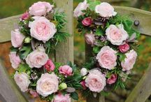 Wedding flowers/colours / Selections of flowers in vintage/afternoon tea style bouquets. Antique delicate roses