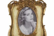 Frames / Frame your moments in baroque photo frames. Different colors and models are available. Just have a look around!