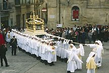Traditions / Easter period in Sicily seems to be a miscellaneous of sacred and profane between archaic rites and christian religion...You feel our history in these processions and prayers