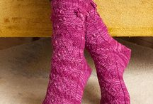 Free Sock Knitting Patterns / The biggest collection of free sock knitting patterns. Find the socks to suit your needs from fingering weight socks to bulky knit socks, cabled socks, lace socks, socks knit on double point needles, magic loop socks, toe-up socks, top down socks and more! See more free sock knitting patterns here: http://www.knitting-bee.com/free-knitting-patterns/socks