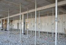 Centrum szkoleniowe MAN / W podwarszawskiej Wolicy k. Nadarzyna powstaje centrum szkoleniowe MAN. Będzie to dwukondygnacyjny budynek o powierzchni użytkowej ok. 2500 m. Część ścian budynku wykonana została w technologii betonu architektonicznego, ciekawym elementem jest także przestrzenne logo. Budowa rozpoczęła się wiosną tego roku a jej zakończenie planowane jest na początek 2013 r. Nasza firma dostarcza rozwiązania szalunkowe na budowę obiektu.