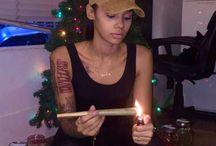 weed-girls-latina