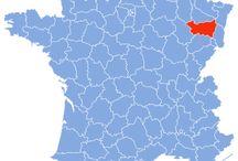 Vosges / Les Vosges [voːʒ]1 sont un département français qui fait partie de la région Lorraine. Son nom vient du massif des Vosges qui occupe une grande partie de son territoire. Son chef-lieu est Épinal. L'Insee et la Poste lui attribuent le code 88. --EN-- The Vosges [vo ː ʒ] a French department are a part of the Lorraine region. Its name comes from the Vosges Mountains occupying a large part of its territory. Its county seat is Epinal.