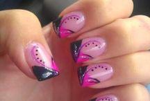 Care va place mai mult???  / Vezi cum sa iti faci unghiile cat mai colorat si frumoase pentru o domnisoara adevarata.