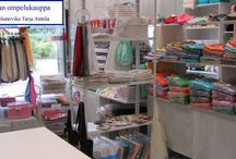 Tarjan ompelukauppa / Tarjan ompelukauppa Netissä ja Peräseinäjoella.  Ompelukaupasta yksilölliset lahjat. Brodeeratut pyyhkeet, laudeliinat ja tyynyliinat sekä kangaskassit valitsemallasi kuvalla ja tekstillä.