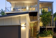 St. Lucia / A new home built in the leafy inner western suburb of St. Lucia on a steeply sloping block.