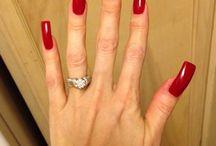 gyönyörű piros körmök
